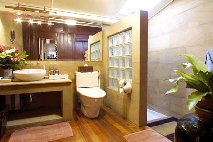 thai-suite-toilet-shower.jpg